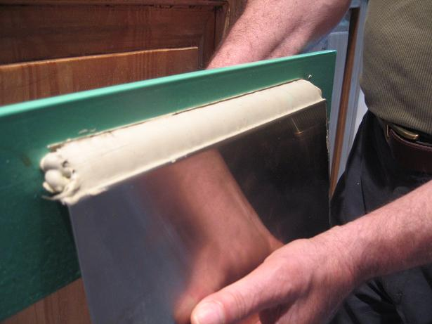 Flexible caulk joint.